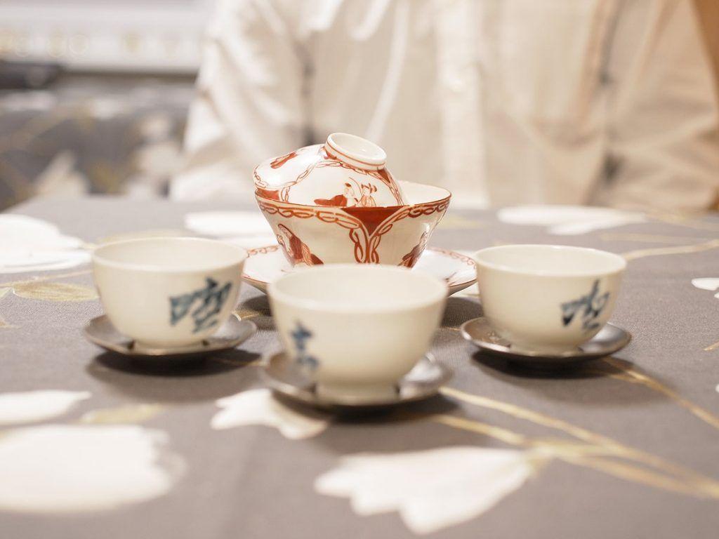 2005 Si Mao 50 Tael - pro přípravu jsem zvolil starožitný porcelánový gaiwan i šálky