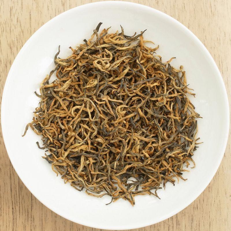 Jin Jun Mei z přírodní rezervace a vysoké nadmořské výšky, čaj produkovaný z jarních tipsů.